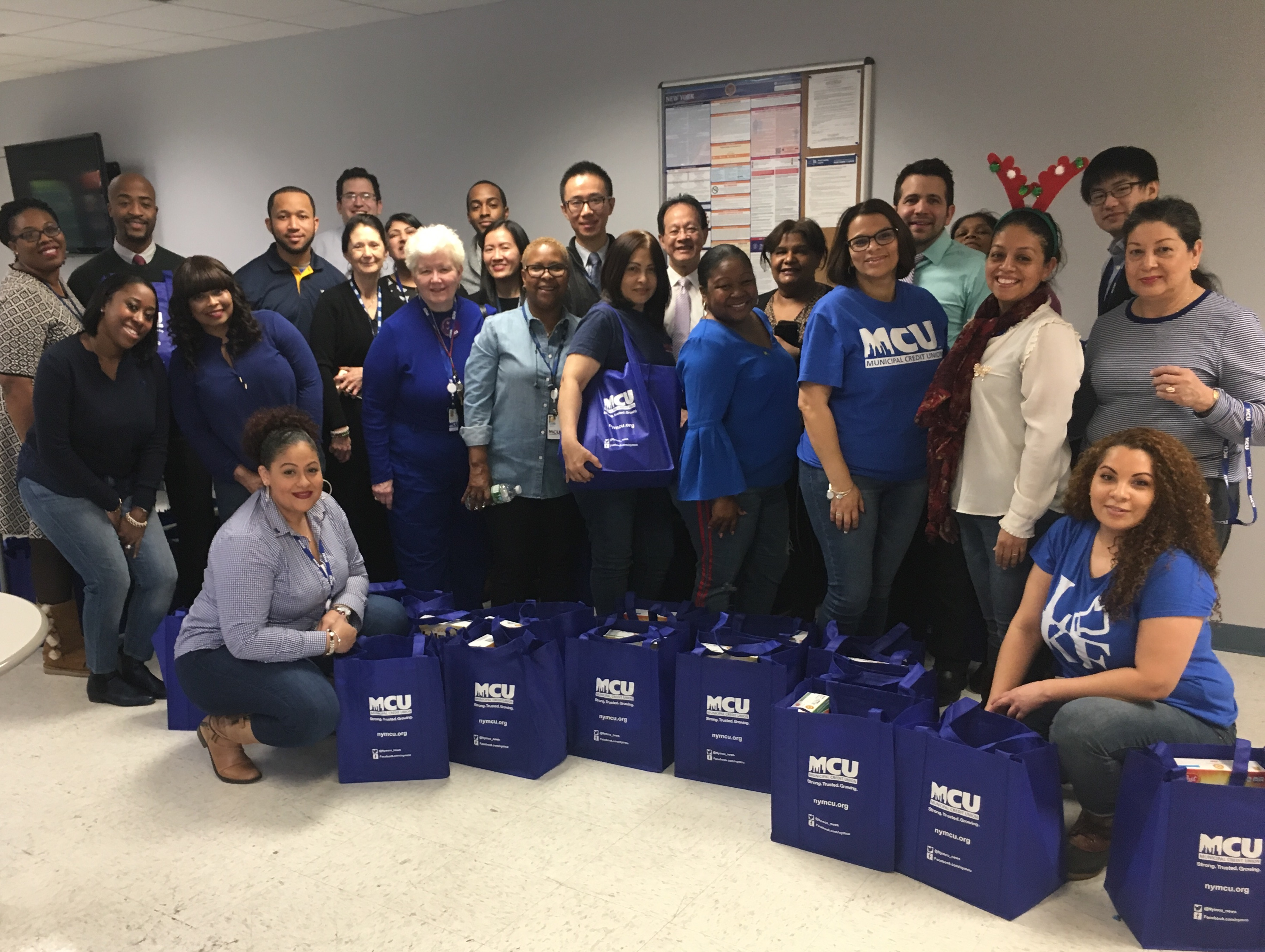 Municipal Credit Union >> Municipal Credit Union Donates 150 Grocery Bags To City Harvest